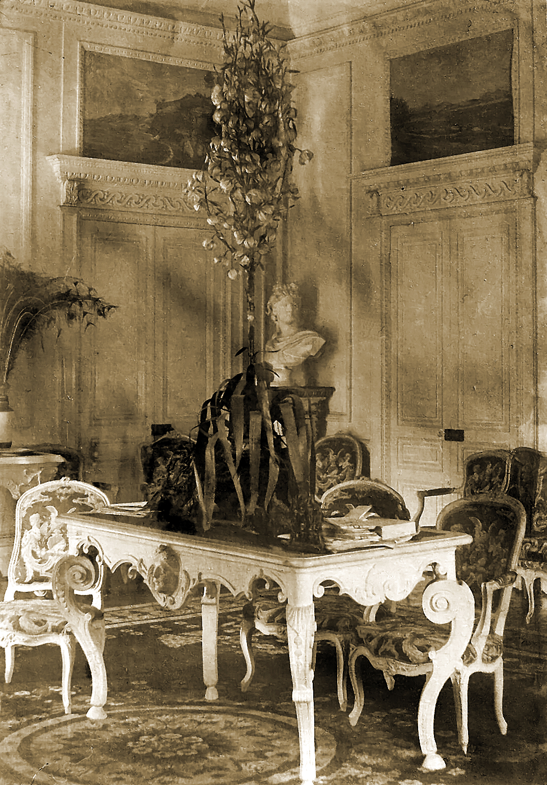 E:\LIVRE PHOTOS LA MARQUISE\CENTRE TABLE SEPIA.jpg